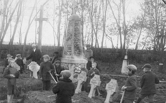 Jiezno savanorių kapų tvarkymas 1930 m.