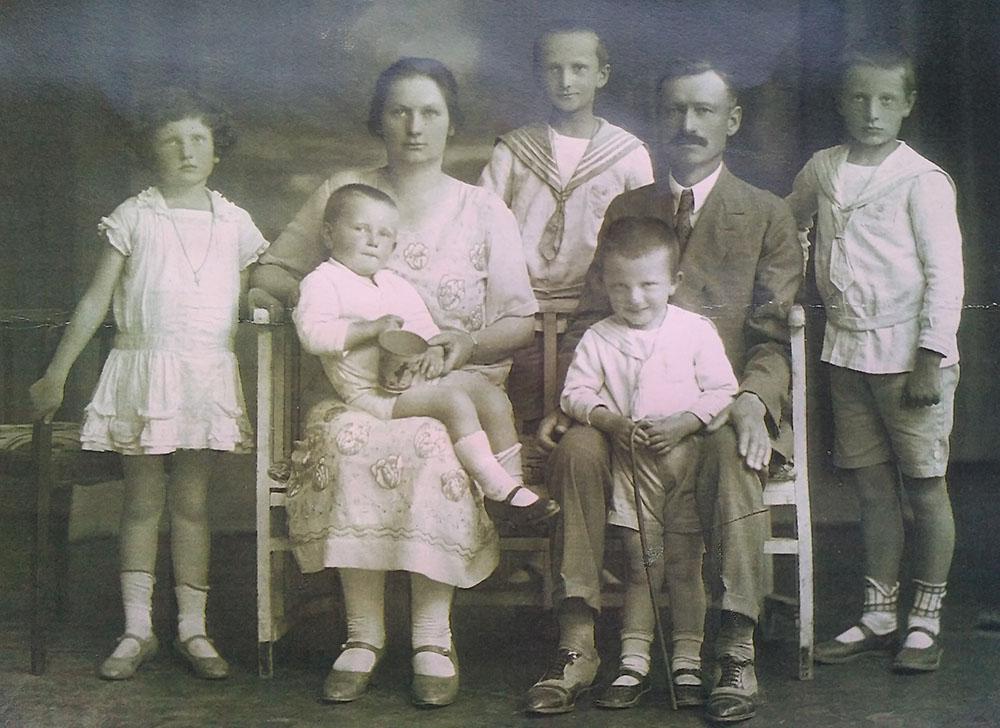 Kazimiero ir Kotrynos Steikūnų šeima 1927 m.